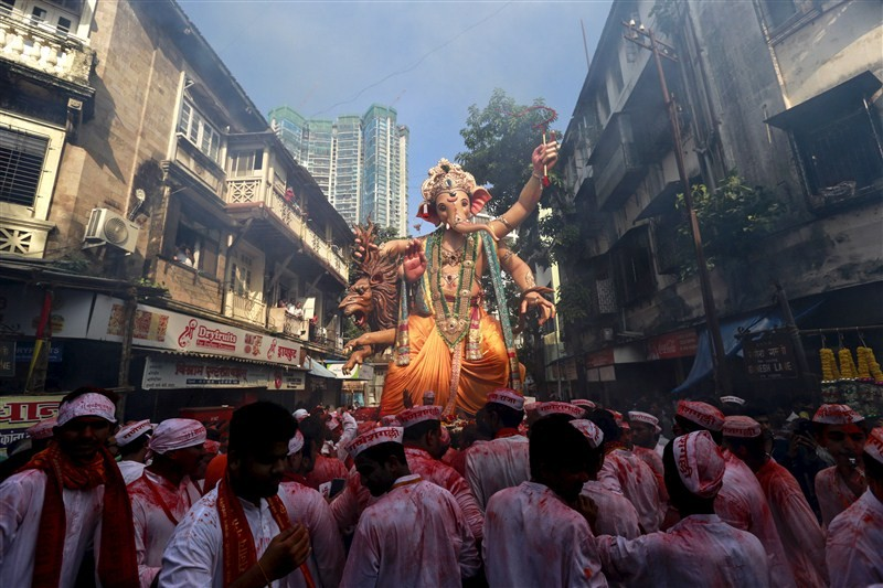 Ganesh Chaturthi 2016: Celebrations across India, devotees offer prayers to Ganpati Bappa