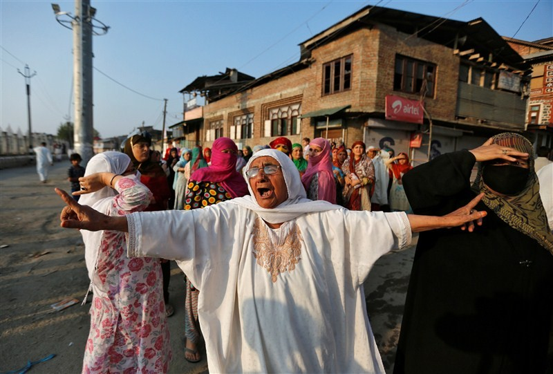 Kashmir unrest,Kashmir,Jammu and Kashmir,protesters,Indian security forces,security forces,security forces and protesters,65 days of Kashmir unrest,violence in Kashmir,Kashmir violence