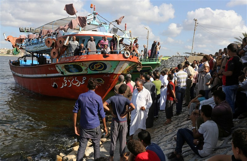 Teeming migrant,boat sinks off Egypt,boat sinks in Egypt,Mediterranean Sea,migrants desperate,disaster,Egypt migrant shipwreck,Teeming migrant boat sinks,migrant boat sinks
