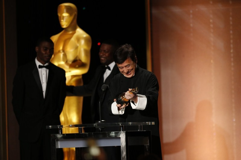 Jackie Chan,Jackie Chan wins Oscar,Jackie Chan with Oscar,actor Jackie Chan,Jackie Chan Oscar,Jackie Chan at 8th Annual Governors Awards,8th Annual Governors Awards,8th Annual Governors Awards 2016