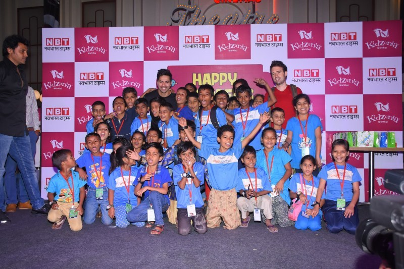 Varun Dhawan,Varun Dhawan celebrates Children's Day,Varun Dhawan celebrates Children's Day at Kidzania,Varun Dhawan at Kidzania,Kidzania,Children's Day,Children's Day celebrations,Varun Dhawan pics,Varun Dhawan images,Varun Dhawan phot