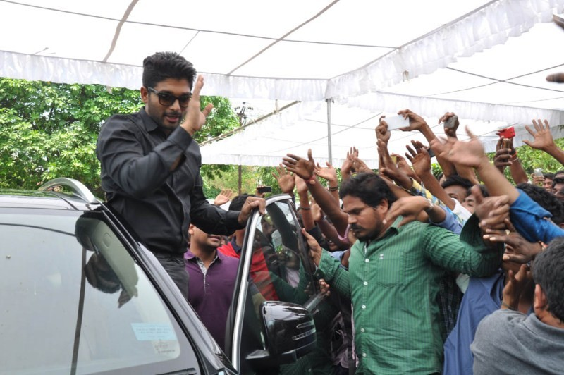 Allu Arjun Birthday Celebrations 2015,Allu Arjun Birthday Celebrations,Allu Arjun Birthday,Stylish Star Allu Arjun,Allu Arjun,actor Allu Arjun