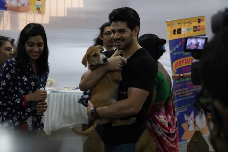 Farah Khan and Sooraj Pancholi,Farah Khan,Sooraj Pancholi,Adoptathon 2016,Farah Khan at Adoptathon 2016,Sooraj Pancholi at Adoptathon 2016