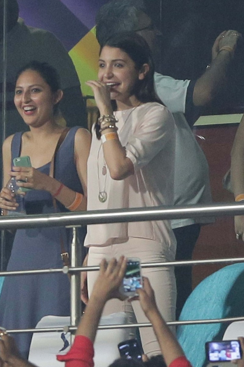 Anushka Sharma Cheering For RCB During The IPL Match,Anushka Sharma,actress Anushka Sharma,Anushka Sharma and virat kohli,virat kohli,ipl,Royal Challengers Bangalore