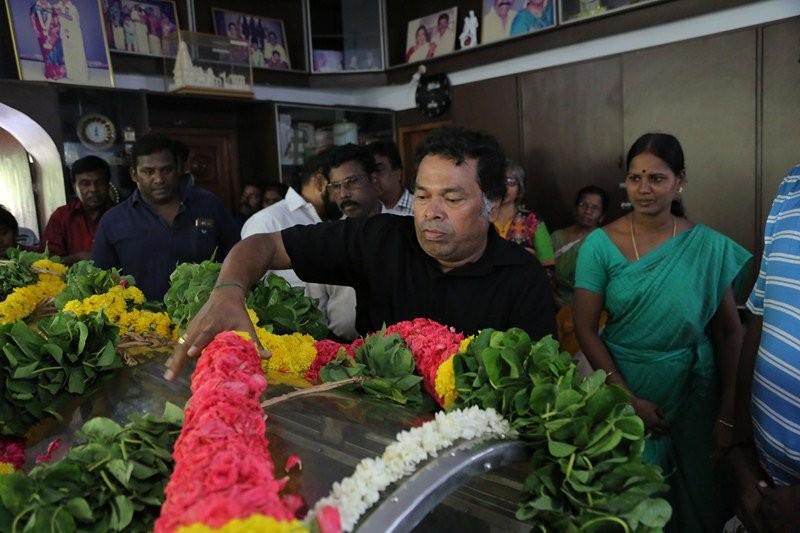 Vishal,Karthi,Sivakumar,Soori,Vivek,Napoleon,Senthil,MS Bhaskar,Vinu Chakravarthy,Vinu Chakravarthy dead,vinu chakravarthy died,last respect to Vinu Chakravarthy
