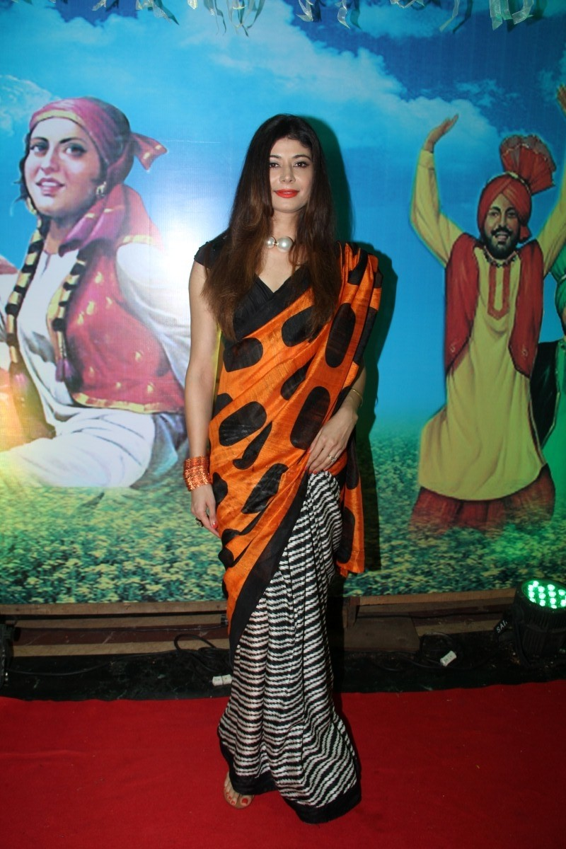 In Pictures : Many Bollywood Celebs attend Baisakhi celebrations,Baisakhi 2015 celebrations,Bollywood Celebs at  Baisakhi celebrations,2015  Baisakhi celebrations,Baisakhi celebration(2015)