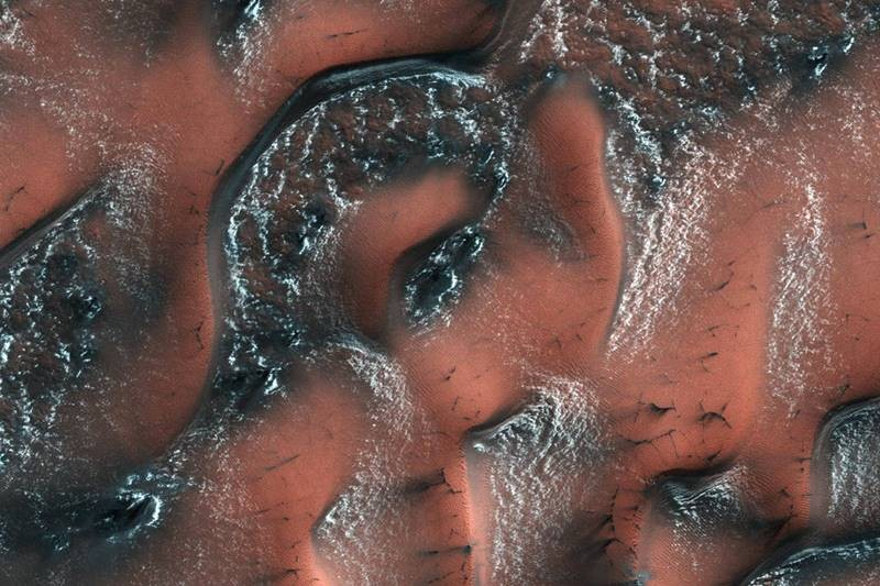 NASA,NASA Mars,snowy dunes,stunning picture of dunes,Mars with snow,Mars with snow and ice on ridges