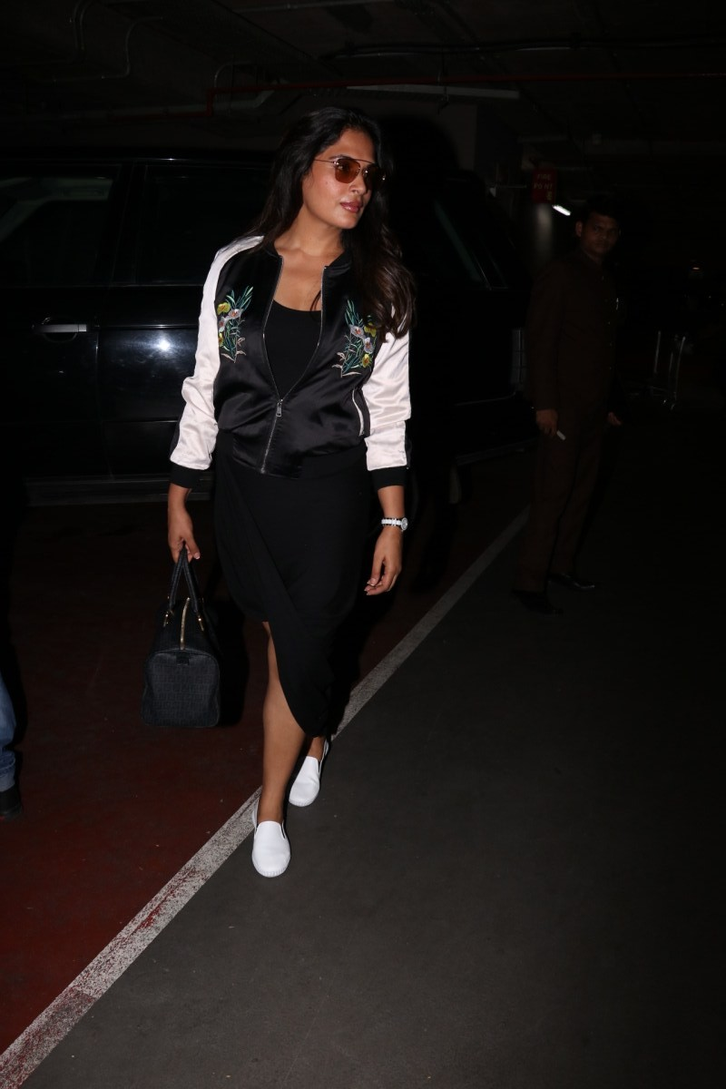 Richa Chadda,actress Richa Chadda,Richa Chadda spotted at airport,Richa Chadda snapped at airport,Richa Chadda new pics,Richa Chadda new images,Richa Chadda new stills,Richa Chadda new pictures