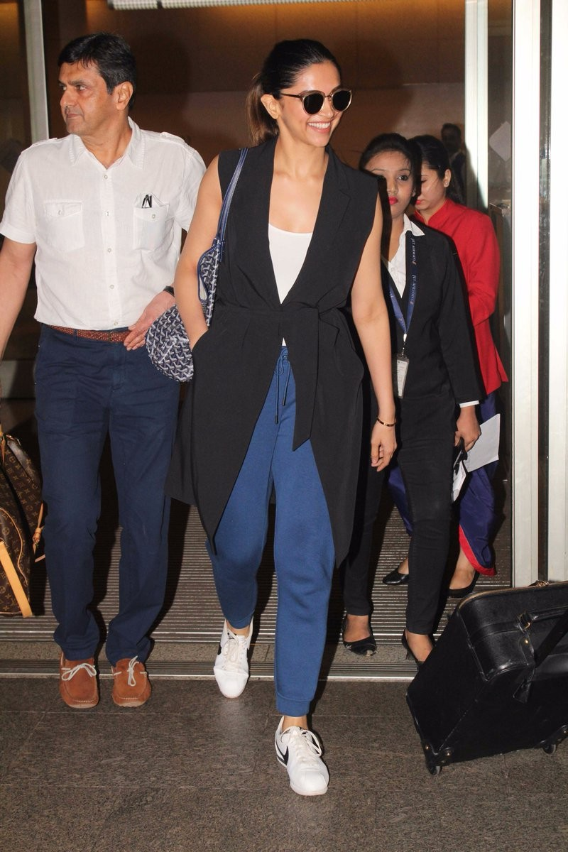 Padmavati actress,Deepika Padukone,actress Deepika Padukone,Deepika Padukone spotted at the airport,Deepika Padukone snapped at the airport,Deepika Padukone spotted at airport,Deepika Padukone snapped at airport