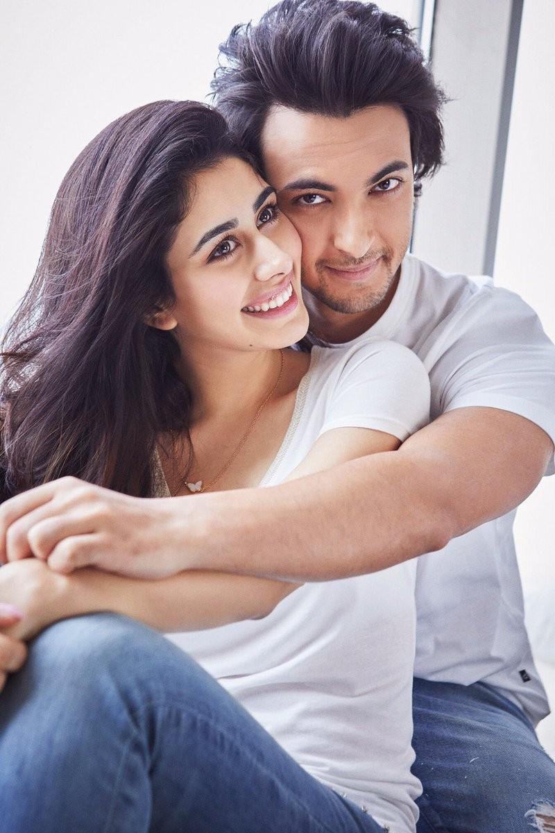 Aayush Sharma,Loveratri couple,Loveratri actress,Aayush Sharma and Warina,Warina Hussain,Loveratri first look,Loveratri,Warina Hussain Aayush Sharma in loveratri