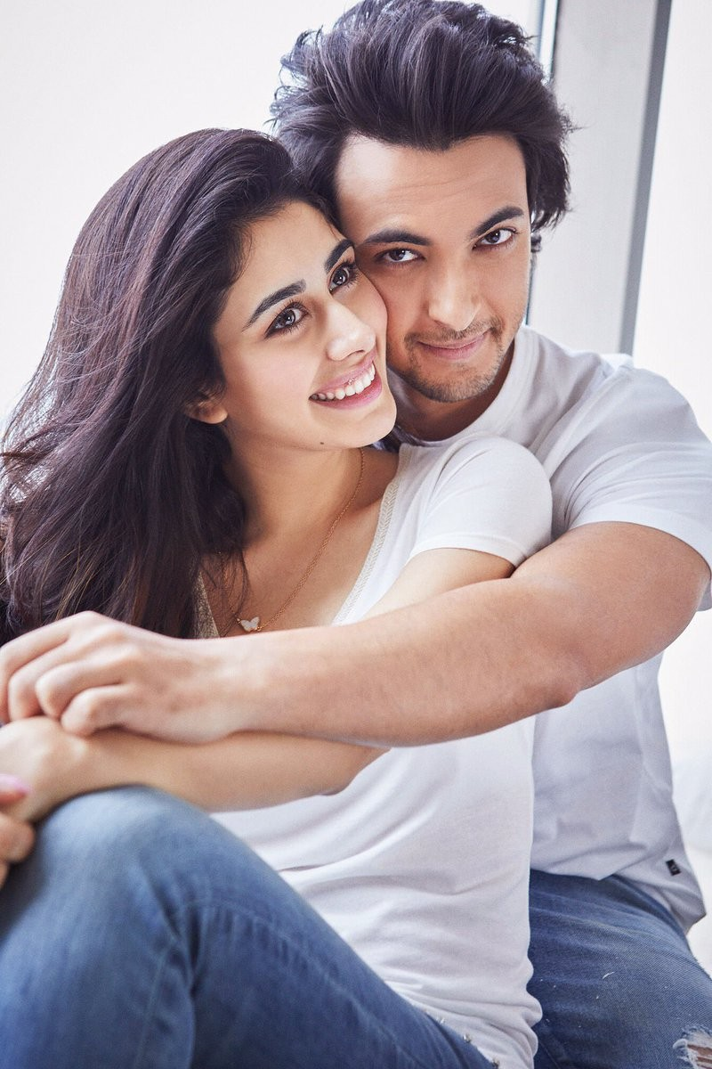 Aayush Sharma,Loveratri couple,Loveratri actress,Aayush Sharma and Warina,Warina Hussain,Loveratri first look,Loveratri,Warina Hussain Aayush Sharma in loveratri