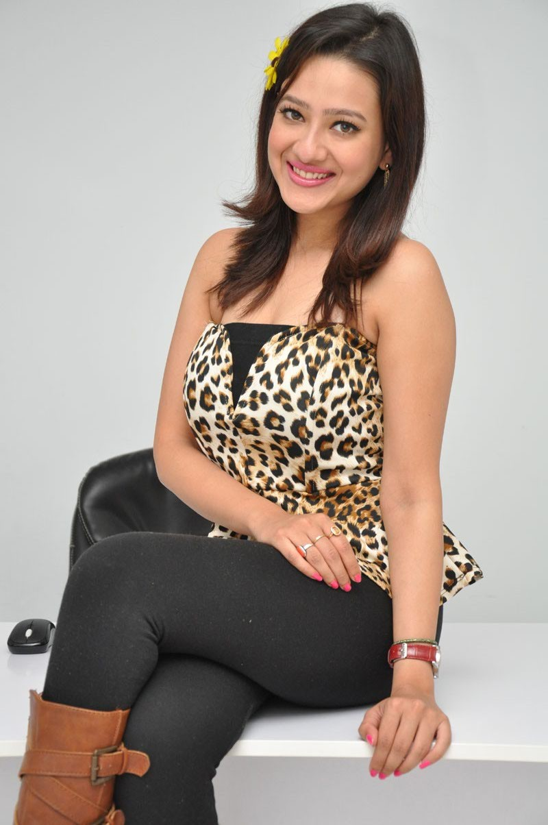 Madalasa Sharma,actress Madalasa Sharma,Madalasa Sharma pics,Madalasa Sharma images,Madalasa Sharma photos,Madalasa Sharma stills,south indian actress,telugu actress
