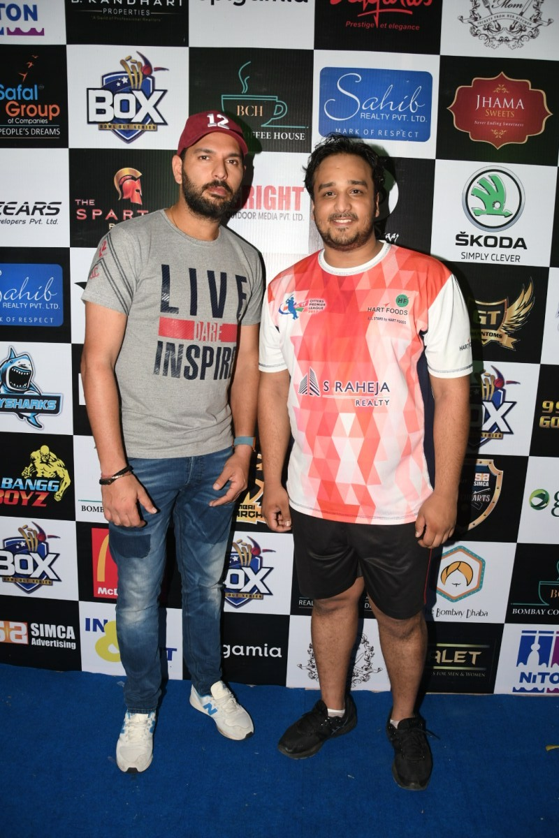 Yuvraj Singh,Yuvraj Singhpics,Yuvraj Singh images,Zeeshan Siddique,Yuvraj Singh with Zeeshan,Bowl out Xeries