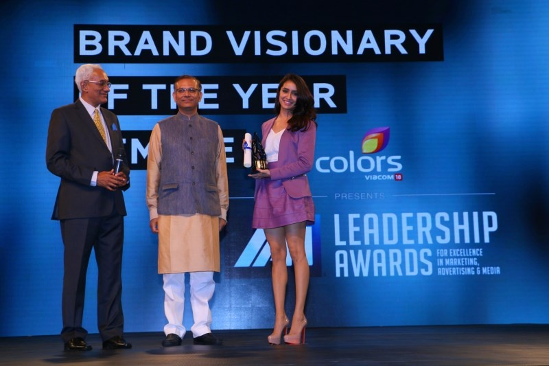 Hrithik Roshan and Shraddha Kapoor Win Big at IAA Leadership Awards,Hrithik Roshan,Shraddha Kapoor,IAA Leadership Awards,Hrithik Roshan wins IAA Leadership Awards,Shraddha Kapoor Wins IAA Leadership Awards,actor Hrithik Roshan,actress Shraddha Kapoor