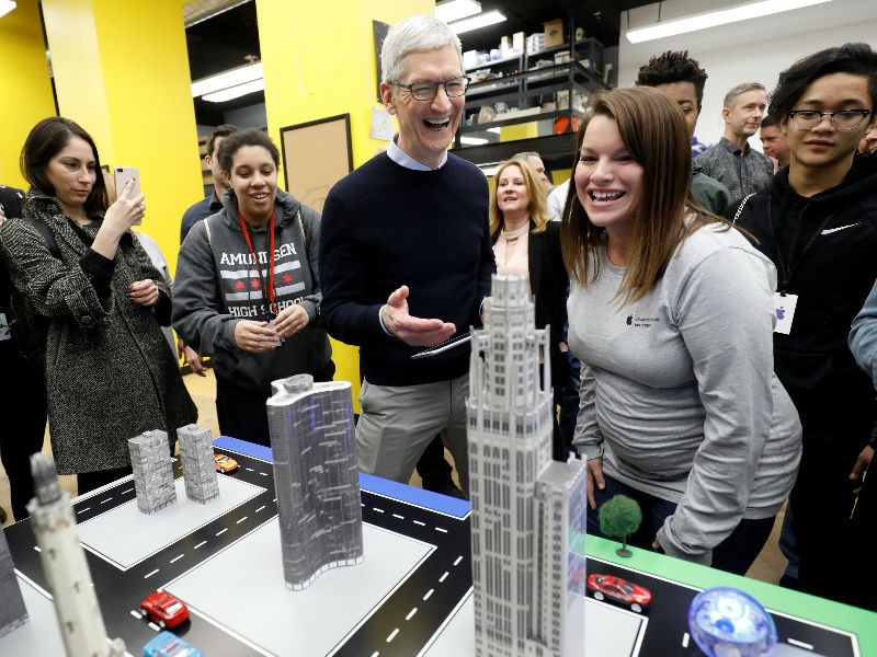 Apple,Apple CEO Tim Cook,Apple educational event,Apple Pencil,Cassey Williams,Cathleen Richardson,chicago,Froggipedia App,Greg Joswiak,IOS,ipad,iPad 9.7,iPhone,Lane Technical College Prep High School,Susan Prescott,Tim Cook