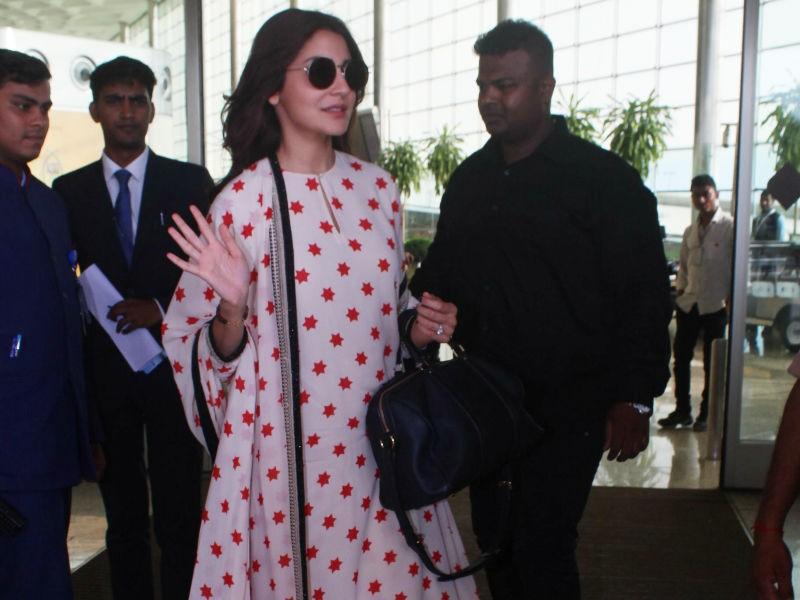 Anushka Sharma,actress Anushka Sharma,Anushka Sharma at Airport,Anushka Sharma at Mumbai Airport,Anushka Sharma in Sabyasachi kurta-palazzo,Virat Kohli,Virat Kohli wife