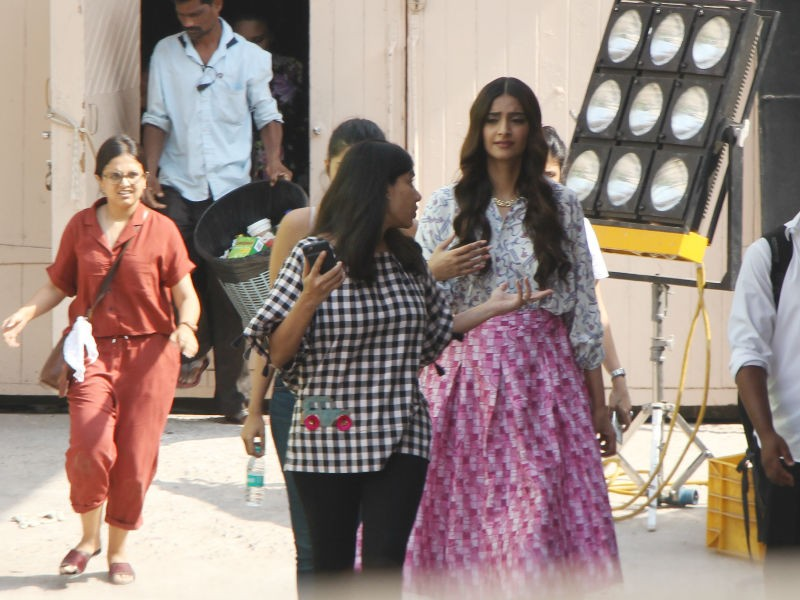 Sonam Kapoor,actress Sonam Kapoor,Sonam Kapoor snapped at Mehboob studio,Mehboob studio,Veere Di Wedding,Veere Di Wedding on location,Veere Di Wedding on the sets,Veere Di Wedding pics,Veere Di Wedding images