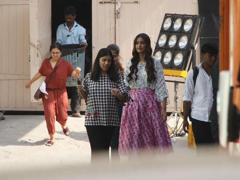 Sonam Kapoor,actress Sonam Kapoor,Sonam Kapoor snapped at Mehboob studio,Mehboob studio,Veere Di Wedding,Veere Di Wedding on location,Veere Di Wedding on the sets,Veere Di Wedding pics,Veere Di Wedding images