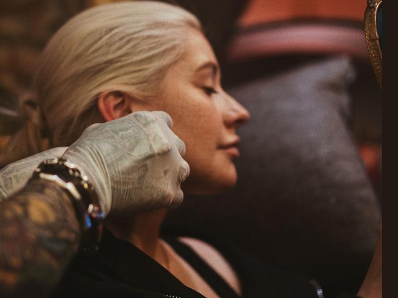 Christina Aguilera,singer Christina Aguilera,Christina Aguilera new piercing,Christina Aguilera piercing,Christina Aguilera pics,Christina Aguilera images,Christina Aguilera freckles