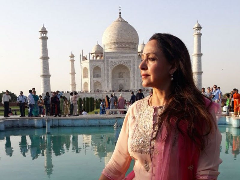 Hema Malini visits Taj Mahal,Hema Malini at Taj Mahal,Hema Malini,actress Hema Malini,politician Hema Malini,Hema Malini with his brother,Hema Malini pics,Hema Malini images
