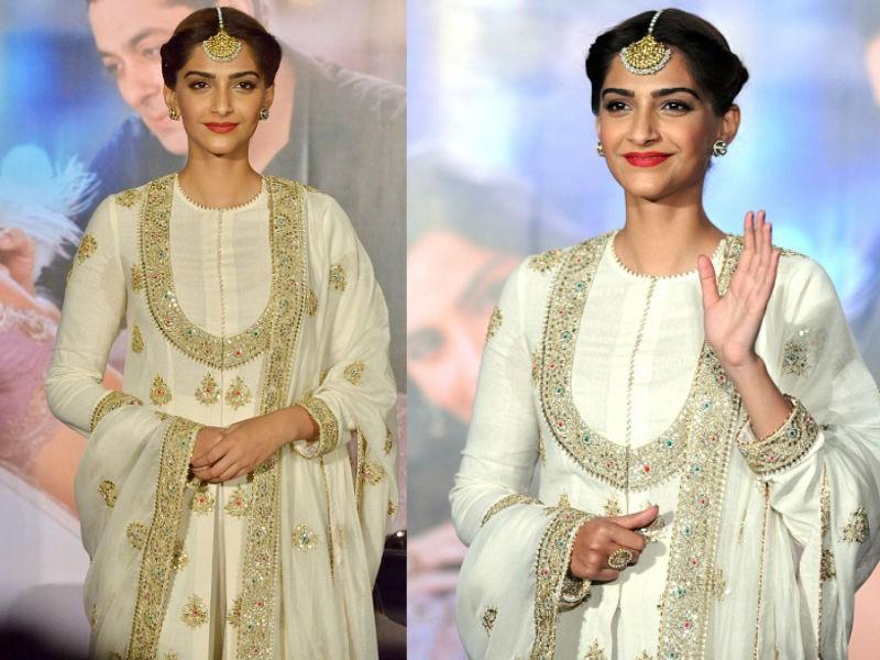 Sonam Kapoor wedding,Sonam Kapoor marriage,Veere Di Wedding actress,Sonam Kapoor bride,Sonam Kapoor bride look,Sonam Kapoor bride look pics,Sonam Kapoor bride look images,sonam kapoor anand ahuja,Sonam Kapoor wedding pics,Sonam Kapoor wedding images,Sonam