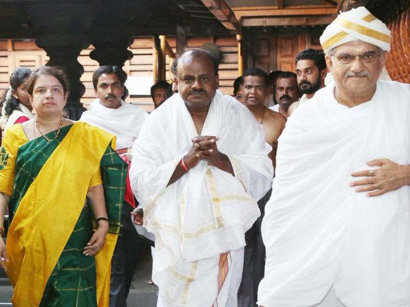 Kumaraswamy,hd kumaraswamy,Kumaraswamy at Dharmasthala,Kumaraswamy swearing-in,hd kumaraswamy swearing-in ceremony,Kumaraswamy seeks blessings