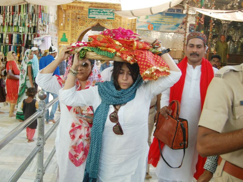 Ekta Kapoor,Filmmaker Ekta Kapoor,Veere Di Wedding,Veere Di Wedding release,Veere Di Wedding full movie,Ekta Kapoor visits Ajmer Sharif Dargah,Ajmer Sharif Dargah,Veere Di Wedding pics,Veere Di Wedding images