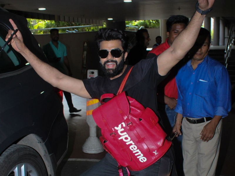 Karan Johar,Manish Paul,Manish Paul expensive bag,Manish Paul costly bag,Manish Paul pics,Manish Paul airport look,Manish Paul images,Manish Paul stills,Manish Paul pictures