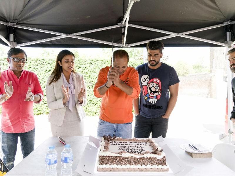 Arjun Kapoor and Parineeti Chopra,Arjun Kapoor,Parineeti Chopra,Vipul Amrutlal,Vipul Amrutlal birthday,Vipul Amrutlal birthday celebration,Namaste England,Namaste England on the sets