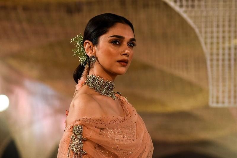 Bollywood celebrities,bollywood gossips,bollywood buzz,Bollywood Celebs,Bollywood actresses,priyanka chopra bollywood movie,Deepika Padukone,Katrina Kaif