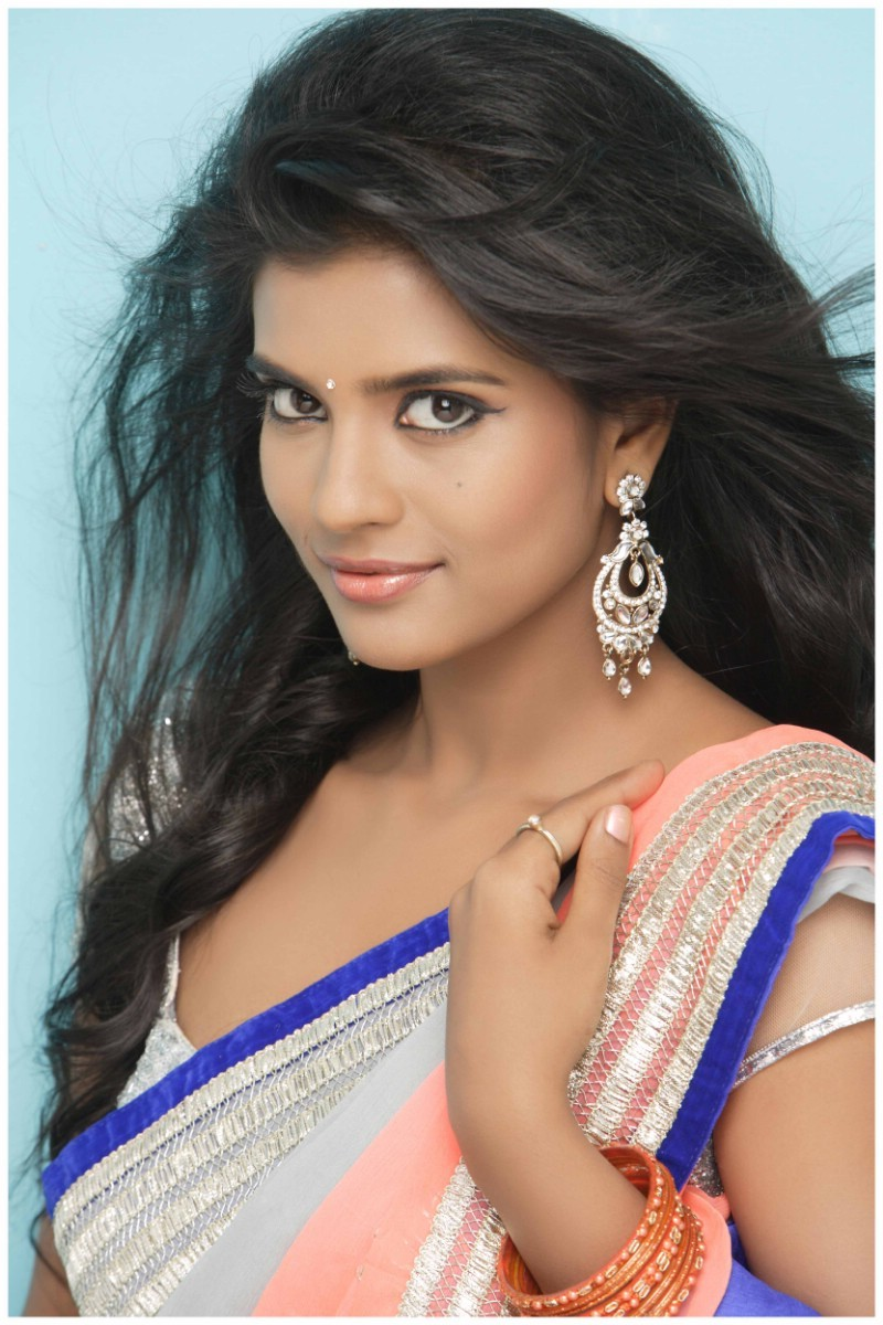 Aishwarya Rajesh Latest Photoshoot,Aishwarya Rajesh Photoshoot,Aishwarya Rajesh,actress Aishwarya Rajesh,Aishwarya Rajesh pics,hot Aishwarya Rajesh,Aishwarya Rajesh hot pics,south indian actress,actress pics,actress images