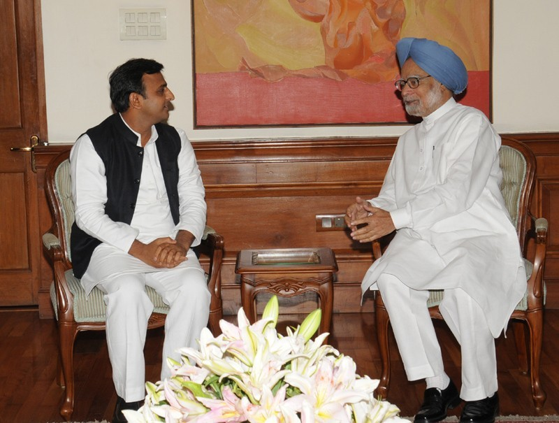 Akhilesh Yadav Met Manmohan Singh