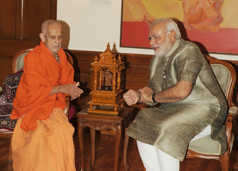 Swamiji visits Modi to bless him to serve the nation with courage and compassion.