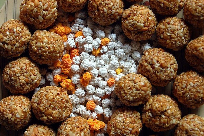 Multicolored sugar halwa surrounded by til-gul (sesame and jaggery) ladoos. These exchanged and eaten on Makara Sankranti in Maharashtra