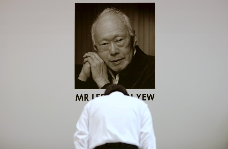 Singaporeans mourn death of first Prime Minister Lee Kuan Yew