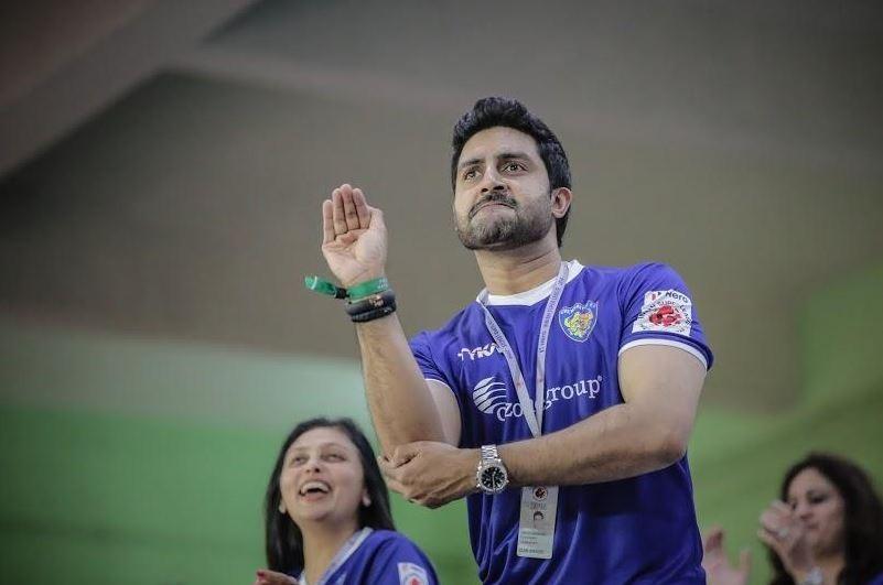 Abhishek Bachchan cheering his team