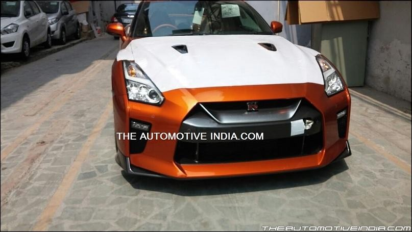 2017 Nissan GT-R starts reaching dealerships ahead of launch