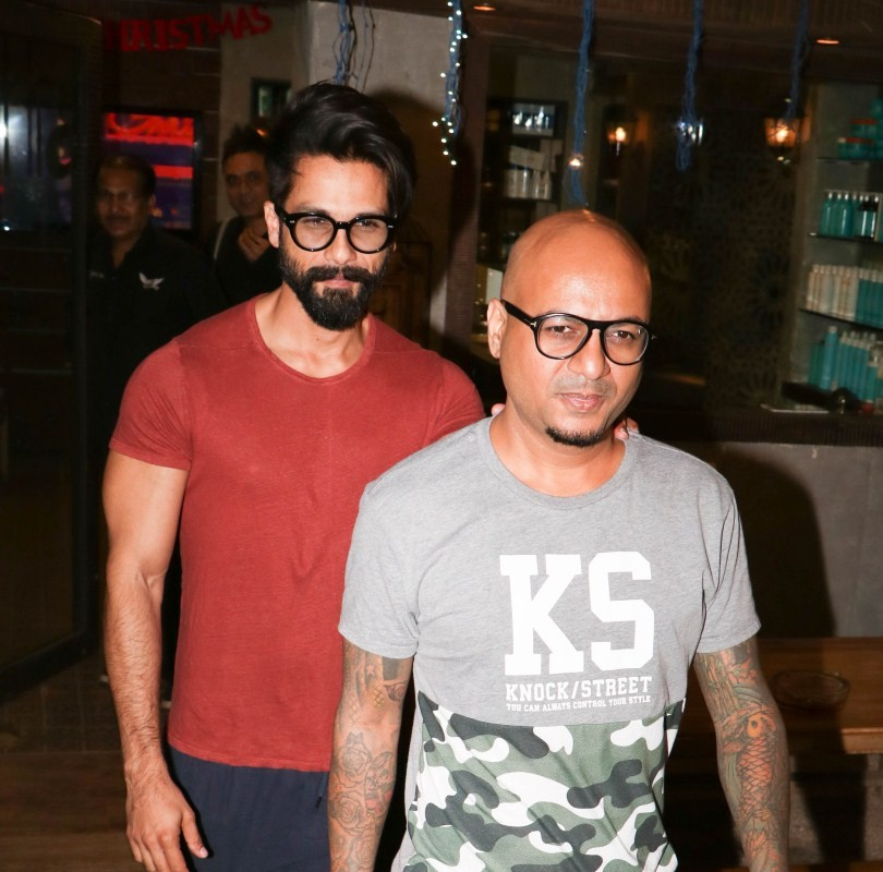 Shahid Kapoor,Shahid Kapoor spotted at Alam Hakim studio,Alam Hakim studio,Shahid Kapoor spotted at at Bandra,Shahid Kapoor latest pics,Shahid Kapoor latest images,Shahid Kapoor latest photos,Shahid Kapoor latest stills,Shahid Kapoor latest pictures