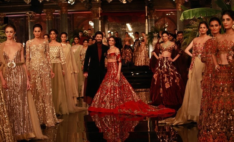 Icw 2016 Deepika Padukone Dazzles At Manish Malhotra Show Photos Images Gallery 44801