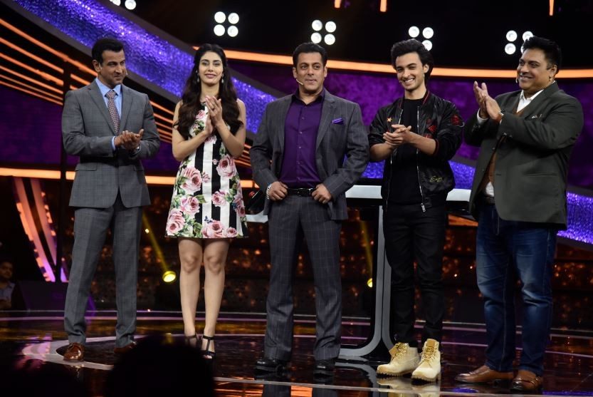 Dus Ka Dum,Aayush Sharma and Warina Hussain,Aayush Sharma,Warina Hussain,Salman Khan,Salman Khan's Dus Ka Dum
