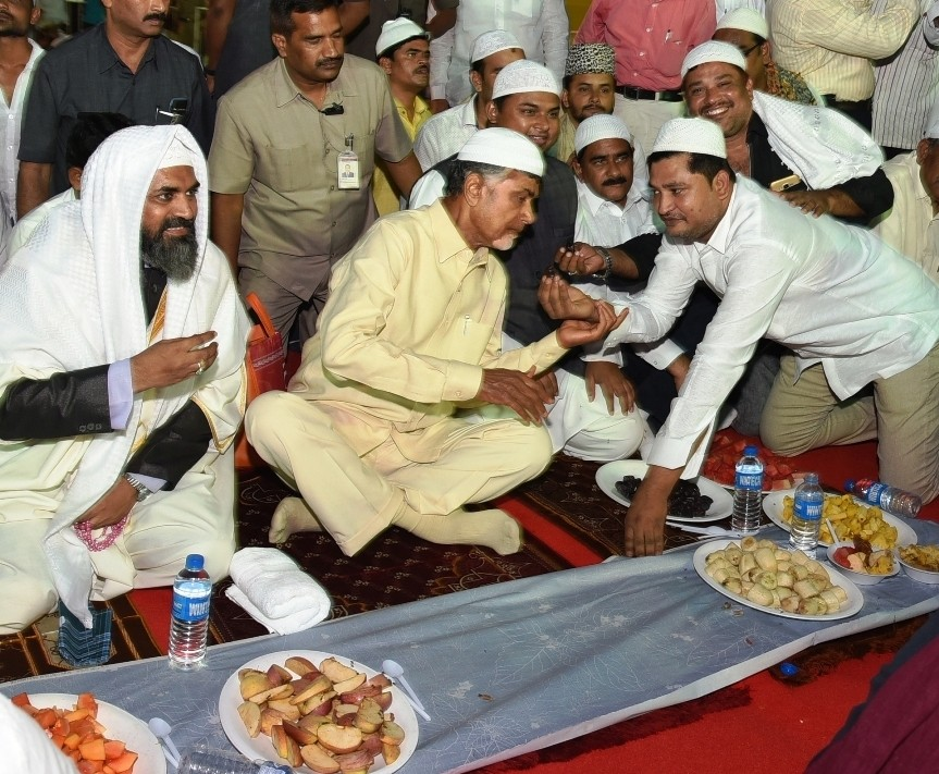 CM Chandrababu Naidu,Chandrababu Naidu,Iftar party,MLA Zaleel Khan Iftar party,Chandrababu Naidu during an Iftaar party,Chandrababu Naidu at Iftaar party
