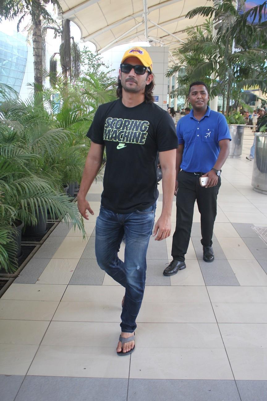 Sushant Singh Rajput at Mumbai Airport