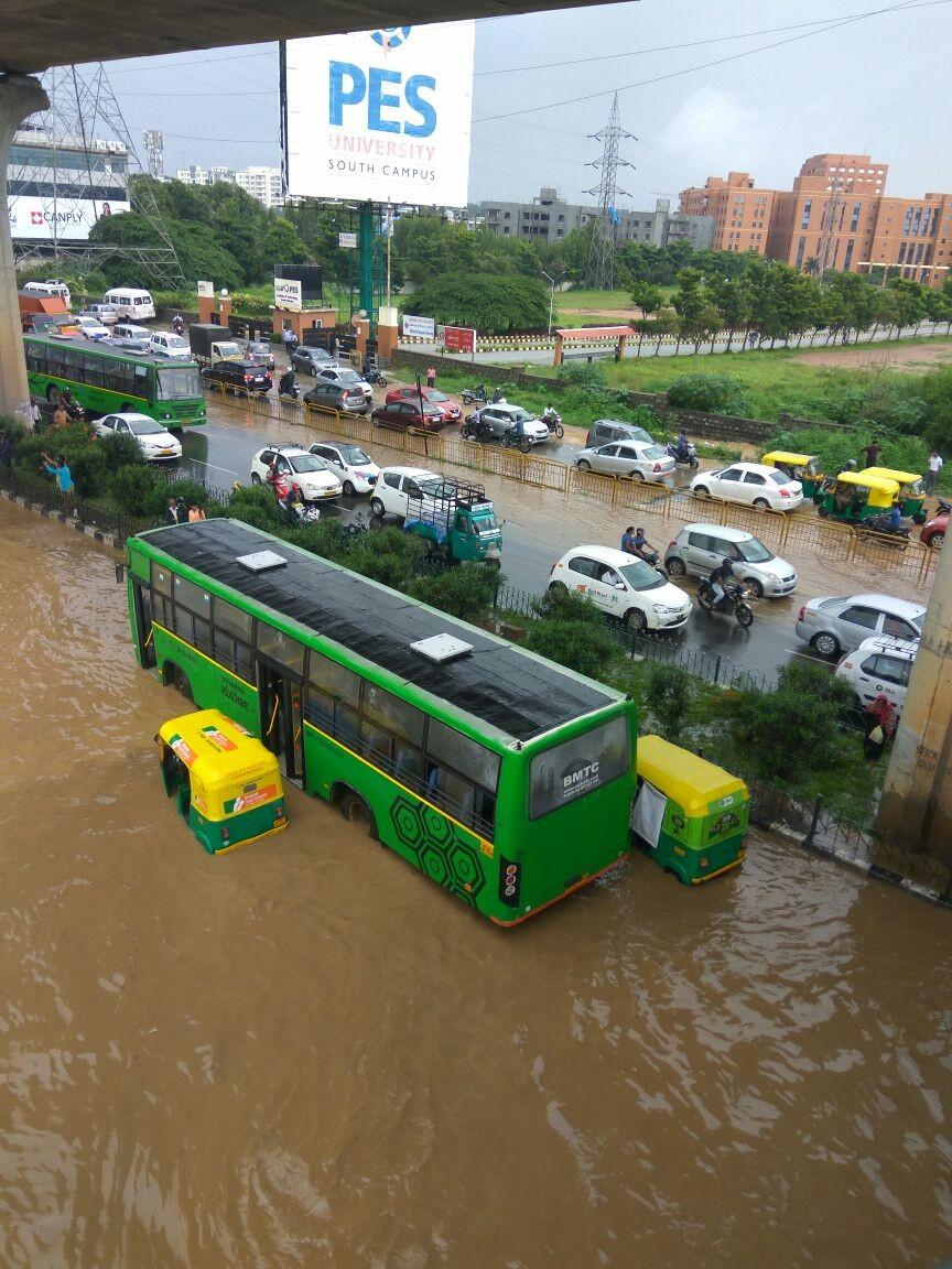 Heavy rain,Heavy rain in Bengaluru,Bengaluru floods,Bangalore floods,bangalore floods roads,Heavy rain in Bangalore