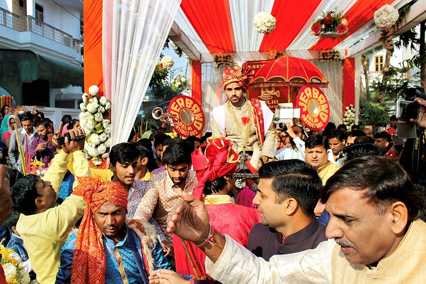 Bhuvneshwar Kumar,Bhuvneshwar Kumar wedding,Bhuvneshwar Kumar marriage,Bhuvneshwar Kumar and Nupur Nagar,Bhuvneshwar Kumar and Nupur Nagar wedding,Bhuvneshwar Kumar and Nupur Nagar marriage,Bhuvneshwar Kumar wedding pics,Bhuvneshwar Kumar wedding images,B