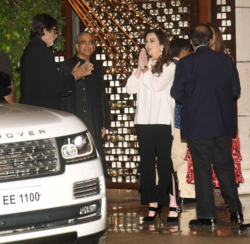 Amitabh Bachchan,Shah Rukh Khan,Sachin Tendulkar,Karan Johar,Mukesh Ambani Party,Mukesh Ambani Party pics,Mukesh Ambani Party images,Mukesh Ambani Party stills,Mukesh Ambani Party pictures,Mukesh Ambani Party photos
