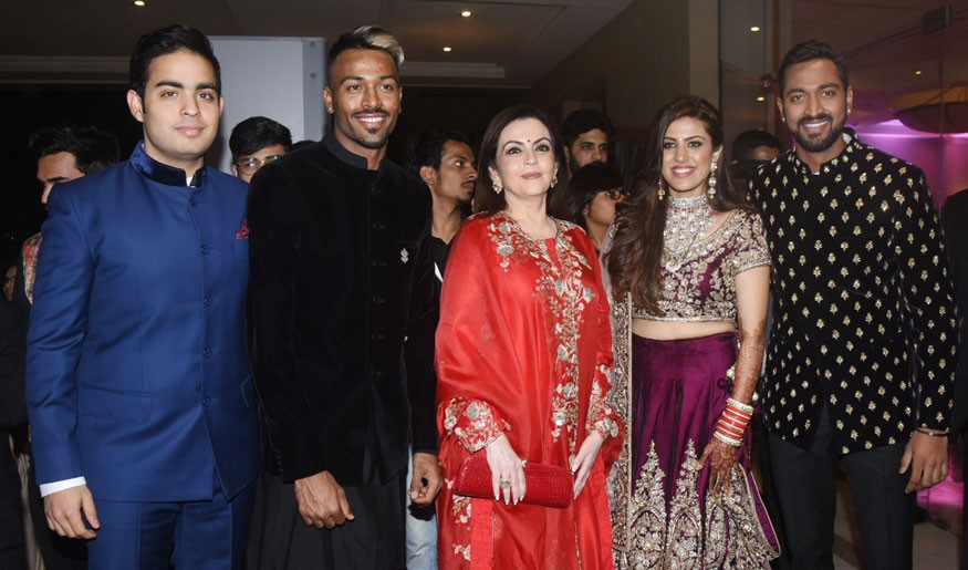 Amitabh Bachchan,Rohit Sharma,Irfan Pathan,Hardik Pandya,Elli AvrRam,Krunal Pandya and Pankhuri Sharma,Krunal Pandya and Pankhuri Sharma wedding reception,Krunal Pandya and Pankhuri Sharma reception,Krunal Pandya wedding reception,Pankhuri Sharma wedding