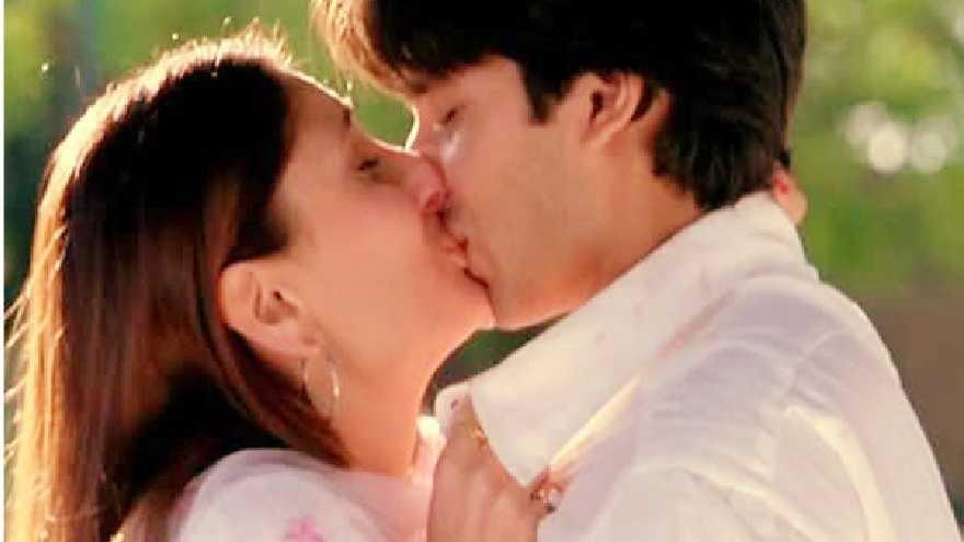 Shahid Kapoor And Katrina Kaif Kissing Kiss day Specia...