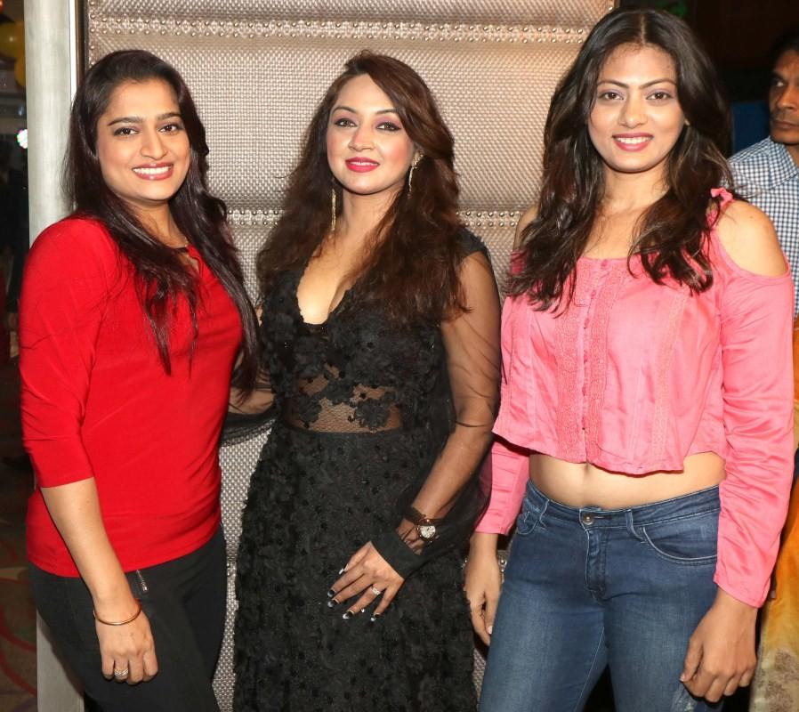 Govinda,Sonu Sood,Shekhar Suman,Shailesh,Yogesh Lakhani,3rd Bright Award,Peninsula Grand Hotel