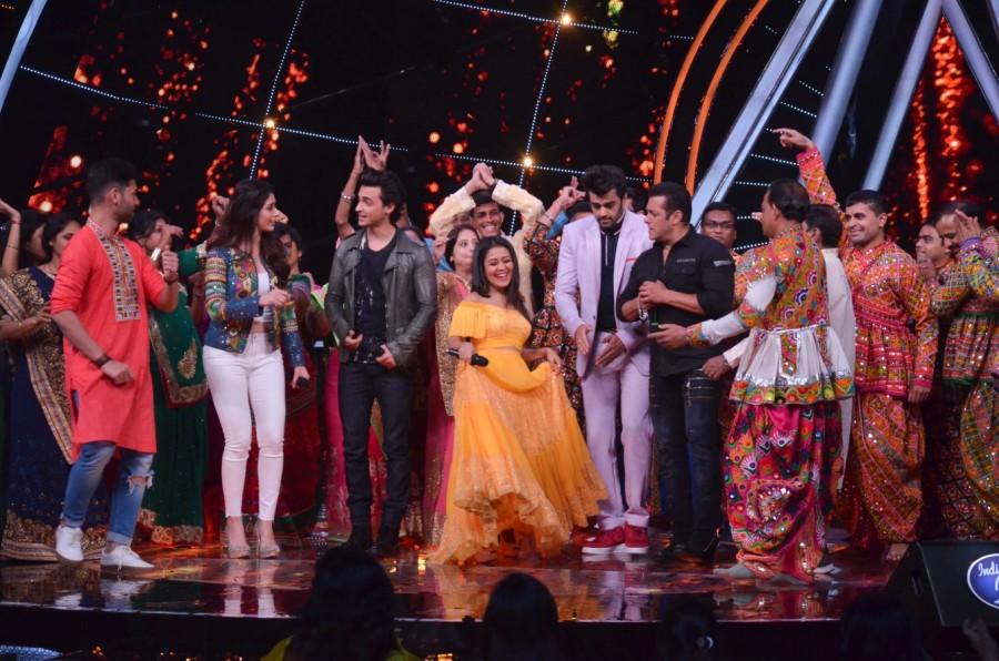 Salman Khan,Aayush Sharma,Warina Hussain,Indian Idol,Indian Idol on the sets,Loveyatri Promotions,Loveyatri movie Promotions,Loveyatri Promotions on Indian Idol