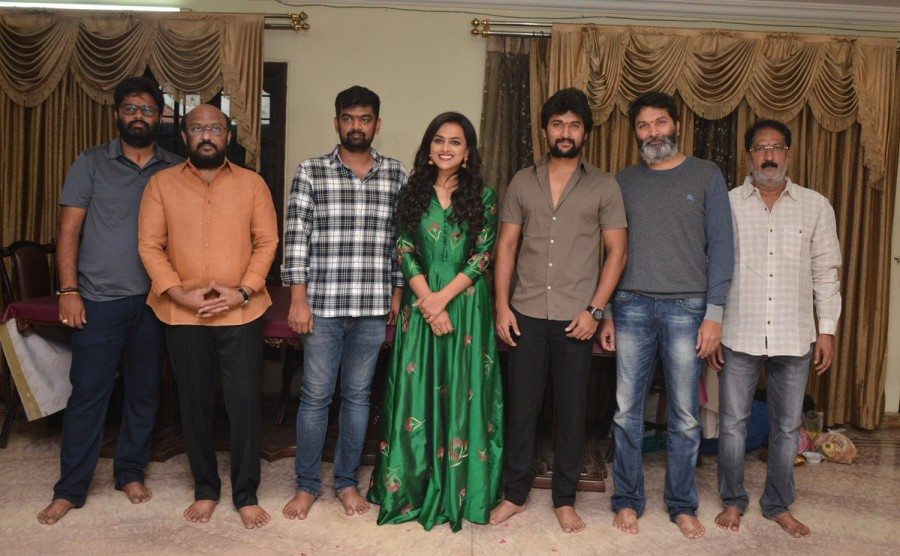 Nani and Shraddha Srinath,Nani,Shraddha Srinath,Natural Star Nani,Trivikram Srinivas,Nani new movie,Nani new movie pooja,Nani new movie launched,Jersey